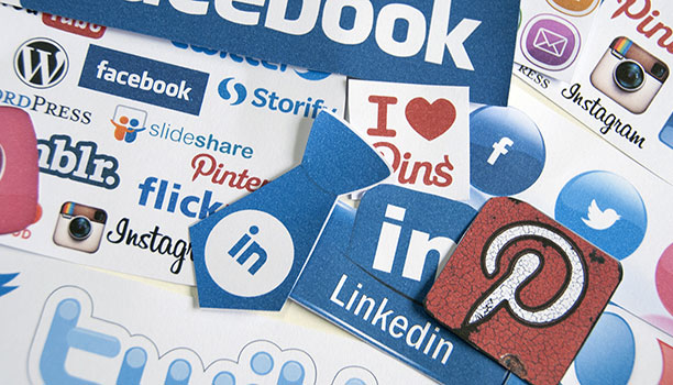 To outsource social media management or not to outsource, that is the question